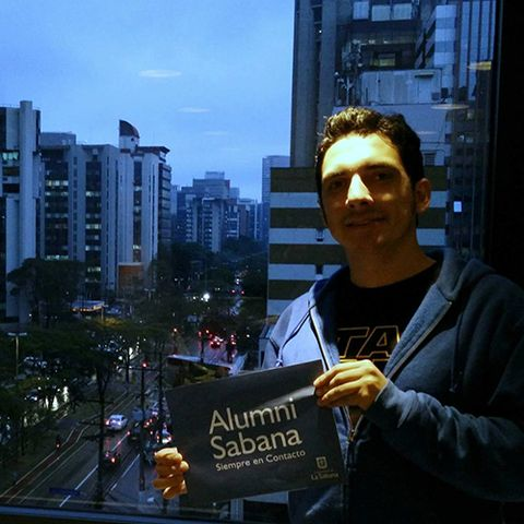 Menú superior perfiles Alumni graduados en el exterior Daniel Afanador unisabana