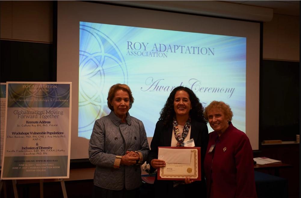 Dra. Angélica Ospina, directora de la Maestría en Enfermería - modalidad virtual con la Dra. Calista Roy.
