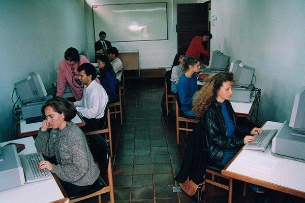 clase en computadoras historia