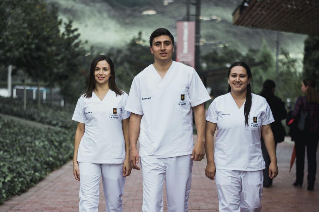 carrera de enfermería universidades