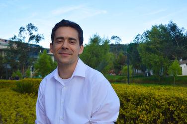 Carlos Reyes, profesor de la Facultad de Comunicación