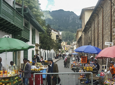 En esta investigación de profesores de la Escuela Internacional de Ciencias Económicas y Administrativas, se evidencia una comprensión del trabajo informal, relacionado con las ventas ambulantes en áreas urbanas.