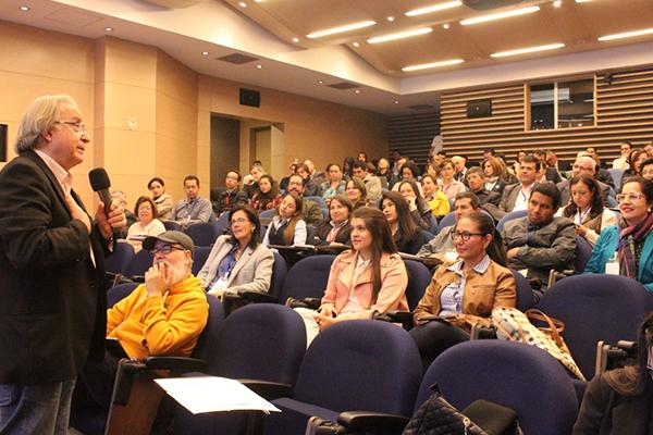 Asistentes a la Conferencia:Enseñar o el oficio de aprender realizada en la VII Semana de Inmersión Tecnológica