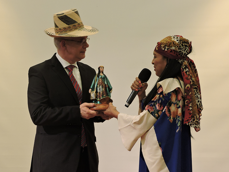 rector en muestra cultural de la Guajira en La Sabana